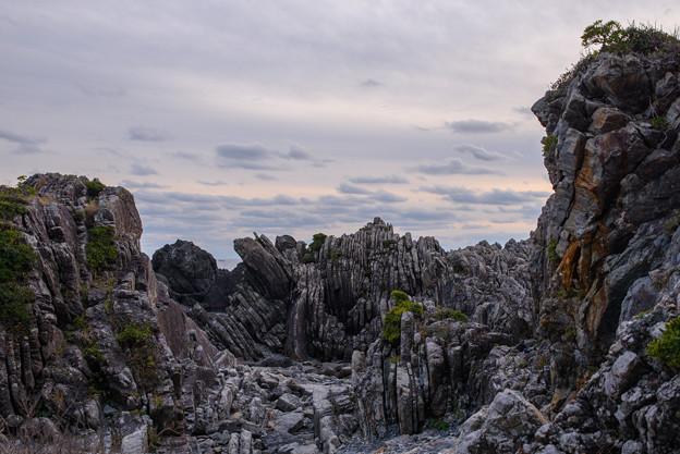 奇岩と妖しい空