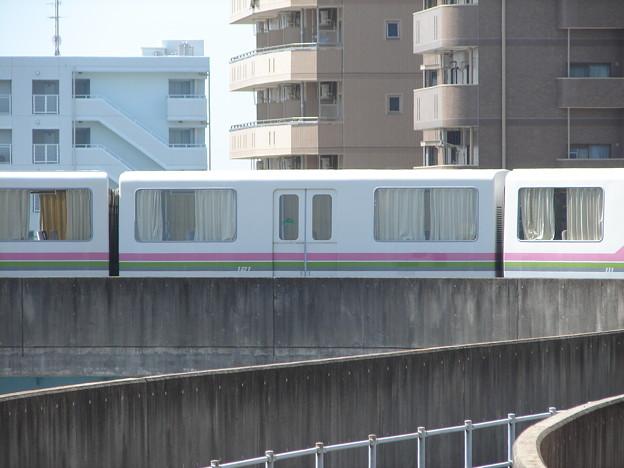 桃花台新交通モ121 2006-8-23