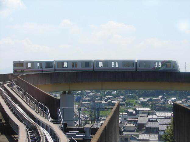 ループ線を回る桃花台新交通111F 2006-8-23