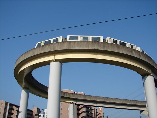 桃花台東駅のループを回る111F 2006-9-5