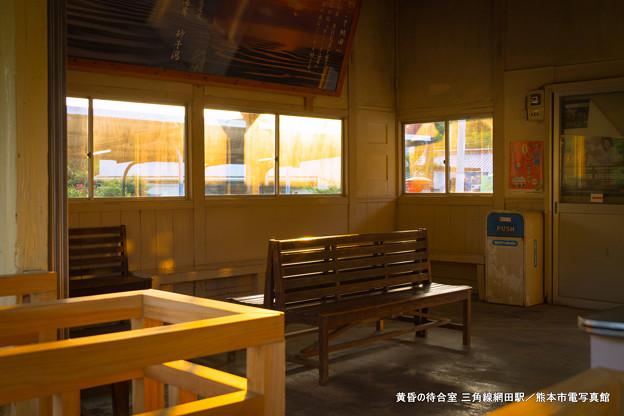 黄昏の待合室。