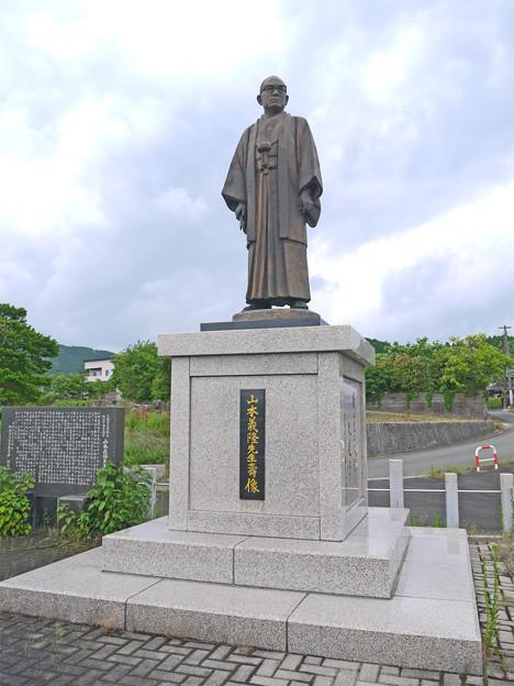 宮若市六郎丸交差点・山本義隆先生壽像 (6)