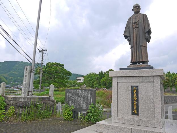 宮若市六郎丸交差点・山本義隆先生壽像 (3)