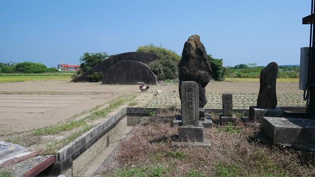 写真: 宮崎空港横の掩体壕 6号基 (10)