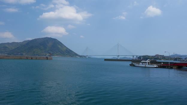 瀬戸内海 大三島から見た多々羅大橋と生口島 (1)