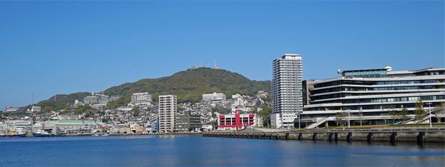 長崎港ターミナルから見た稲佐山