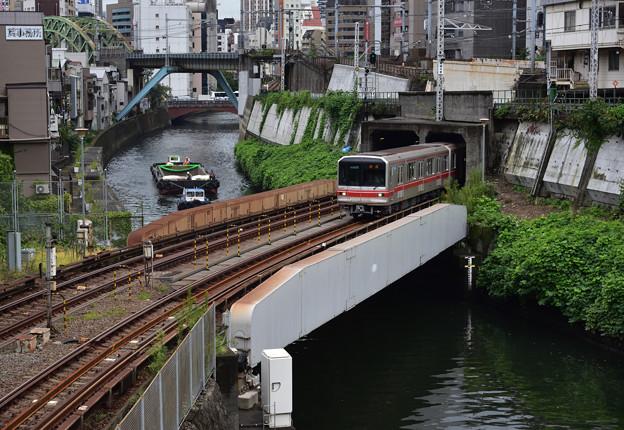 丸の内線と神田川の船