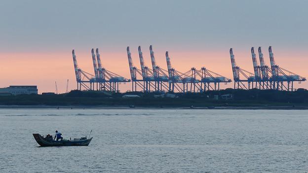 台北港的橋式起重機