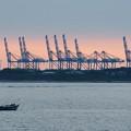 写真: 台北港的橋式起重機