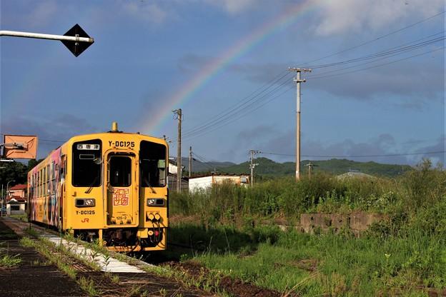 虹とゾンビランドサガラッピング列車
