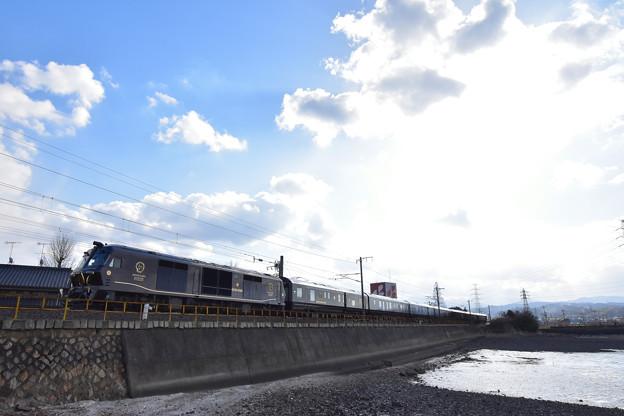 写真: 日豊本線を走る、ななつぼしin九州