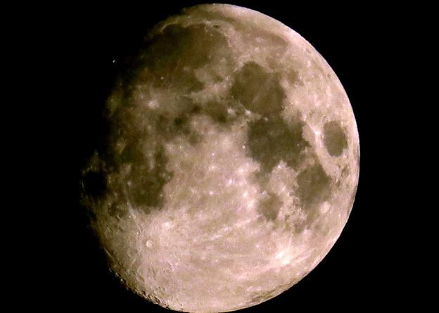 ~4月28日午前零時40分の月(完全な満月じゃないけど)~(´艸`*)