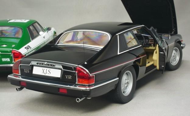 写真: AUTOart 1/18 Jaguar XJ-S のお尻