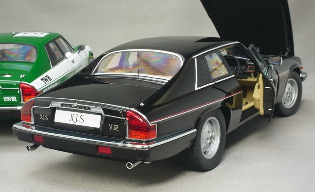 Photos: AUTOart 1/18 Jaguar XJ-S のお尻