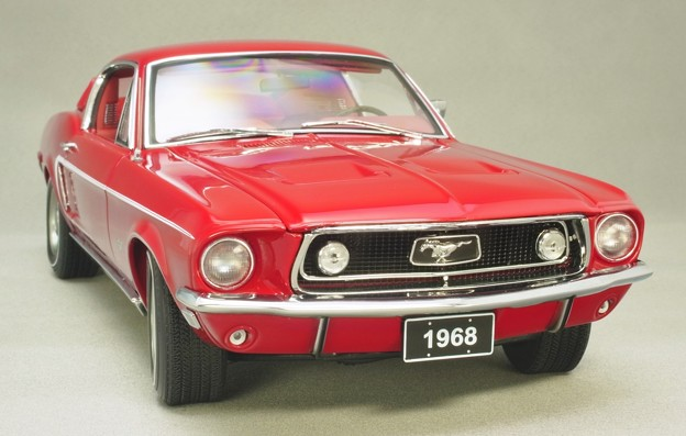 AUTOart 1/18 Ford Mustang 1968 fastback の顔