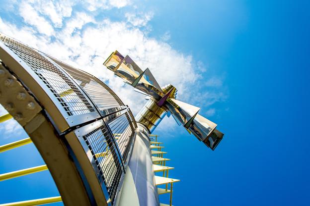 写真: 風車の塔