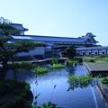 金沢城と池の緑