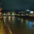 浅野川 大橋と主計町茶屋街(右)