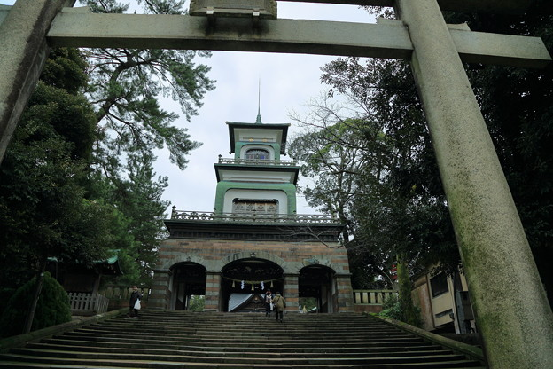Photos: 尾山神社  鳥居と神門