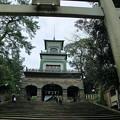 尾山神社  鳥居と神門