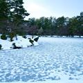 雪の霞ヶ池 と蓬莱島