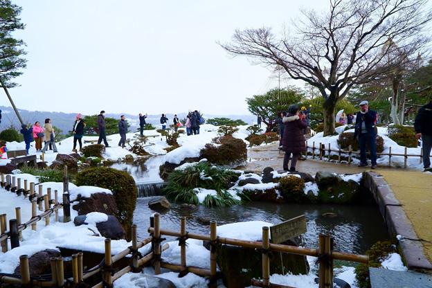兼六園 曲水と雪