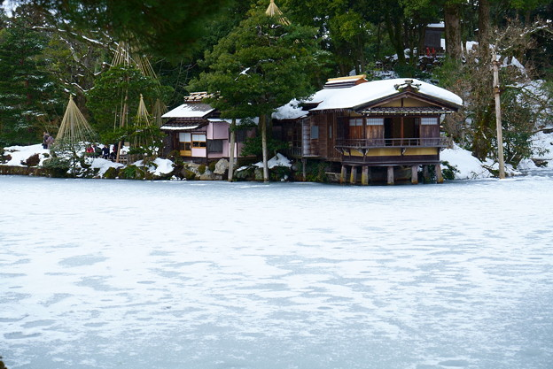 大雪後の兼六園 内橋亭   霞ヶ池