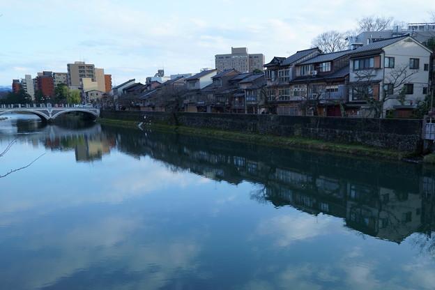 金沢 浅野川大橋と主計町茶屋街(かずえまち)