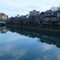 写真: 金沢 浅野川大橋と主計町茶屋街(かずえまち)