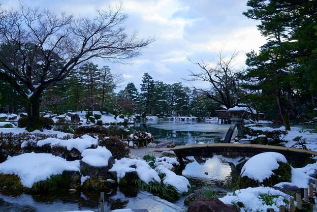 雪の兼六園 徽軫灯籠
