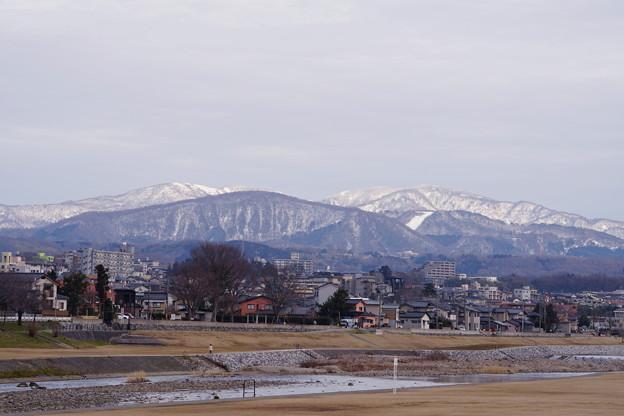 Photos: 犀川から見える医王山