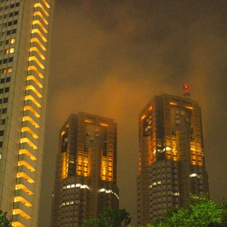 都庁が炎上