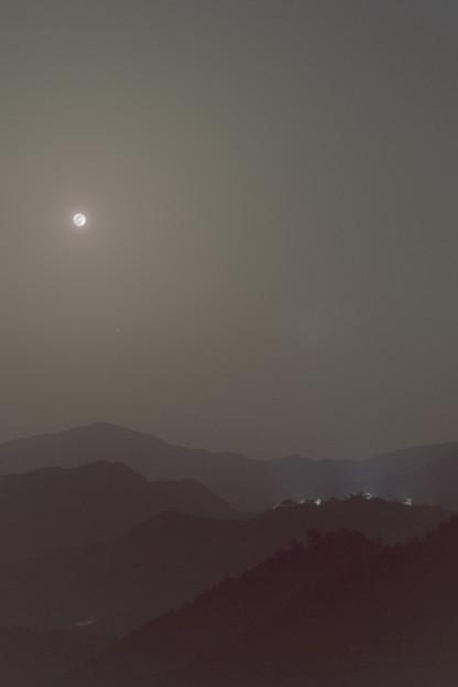 写真: 満月と木星と竹田城跡