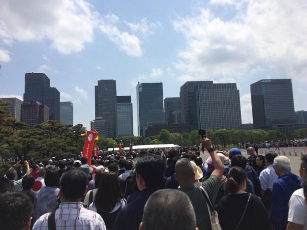 東京駅まで団体行動