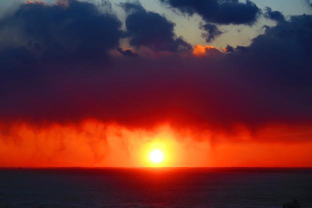 雲と海と夕日