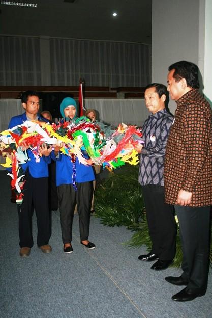 indonesia_pray_for_japan_5678167831_o