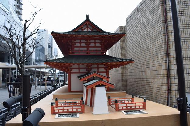 京都駅前のバスロータリー0030