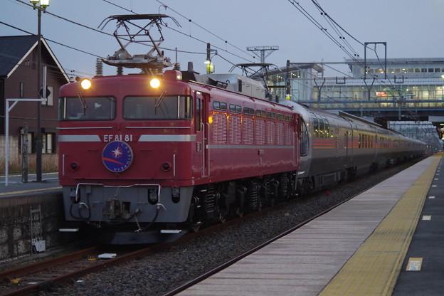 写真: EF81 81+E26系 (2)