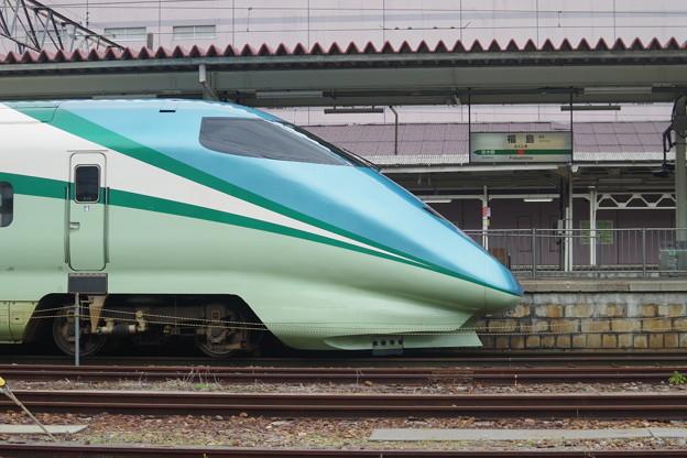 E3系R18編成 「とれいゆ」・福島駅名標 (2)