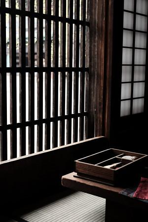 たてもの園_格子窓-5361