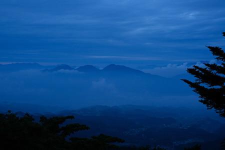 蒼い山-8030