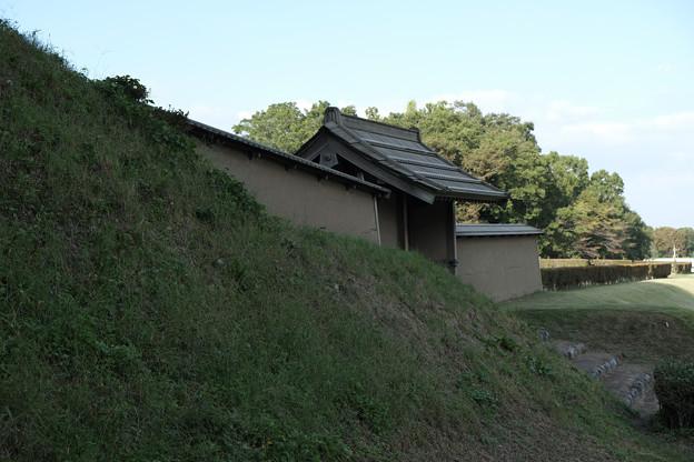 鉢形城_02門と土塁-8462