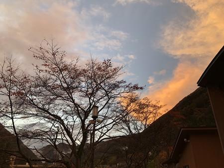 雨上がり 丹波山の夕暮れ