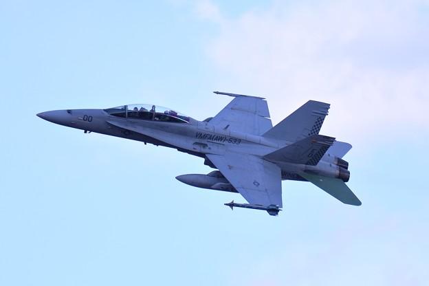 岩国基地へ帰投する VMFA(AW)-533hawks ED00 F/A-18Dホーネット 上がりでお捻りも見せて・・20150117
