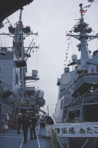 まるで海のタワー。。護衛艦あたごとむらさめ。。横須賀基地一般公開10月10日