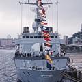 インド海軍サヒャドリから見るフランス海軍ヴァンデミエールの艦船。。観艦式前日一般公開10月17日
