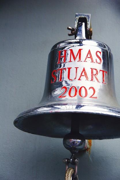 横須賀基地に来たオーストラリア海軍フリゲート艦スチュアートの鐘。。観艦式前日一般公開10月17日