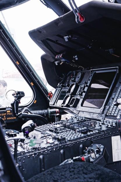 オーストラリア海軍スチュアートに搭載されていた対潜ヘリS-70B-2シーホークのコックピット操縦系。。10月17日