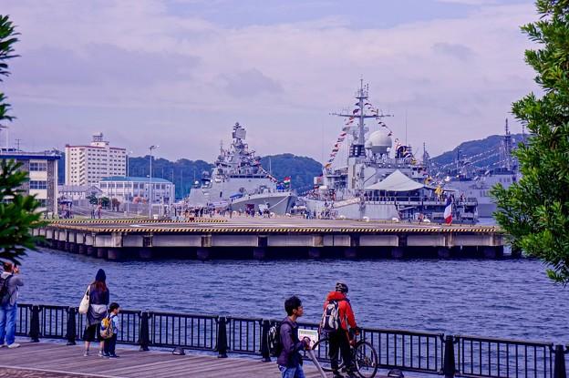 Photos: ヴェルニー公園の昼下がり。。インド海軍とフランス海軍の艦船眺める。。10月17日