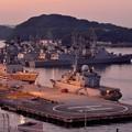 夕暮れの横須賀基地。。ライトアップされて港。。10月18日